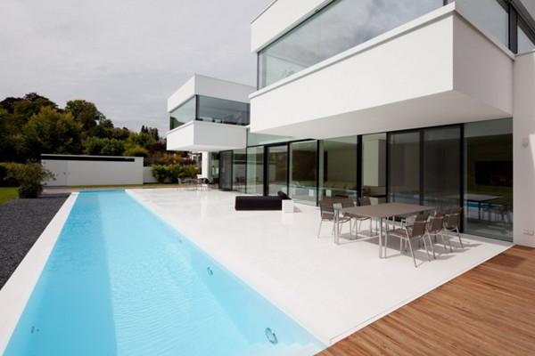 สร้างสระว่ายน้ำ หน้าบ้าน
