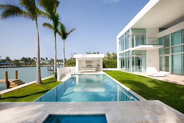 ออกแบบสระว่ายน้ำ หน้าบ้าน