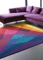 เฟอร์นิเจอร์ โซฟา สีม่วม ปูพื้นพรม หลายสีสัน