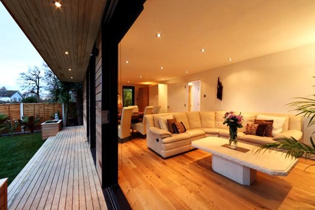 พื้นระเบียงไม้ระแนง ตกแต่งบ้านด้วยพื้นไม้จริง