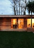 บ้านไม้ จัดสวนสวย หน้าบ้าน สไตล์โมเดิร์น