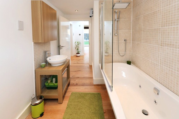 อ่างล้างหน้า อ่างอาบน้ำ ห้องน้ำแคบๆ สไตล์โมเดิร์น