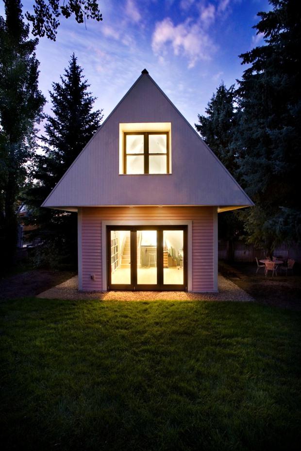 บ้านไม้ หลังเล็กๆ น่ารัก สีชมพู ขาว