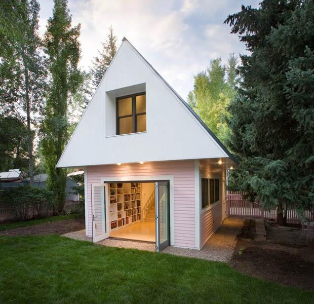 แบบบ้านไม้ขนาดเล็ก สีขาว ชมพู