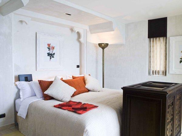 แบบห้องนอน ตกแต่งห้อง โทนสี ขาวส้ม สไตล์ รีสอร์ท