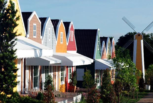 แบบบ้านไม้ รีสอร์ท มีหลายสี สไตล์คันทรี่