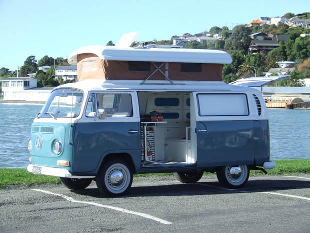 รถโฟล์คสีฟ้าขาว ตกแต่งสวย ทำเป็นรถบ้าน