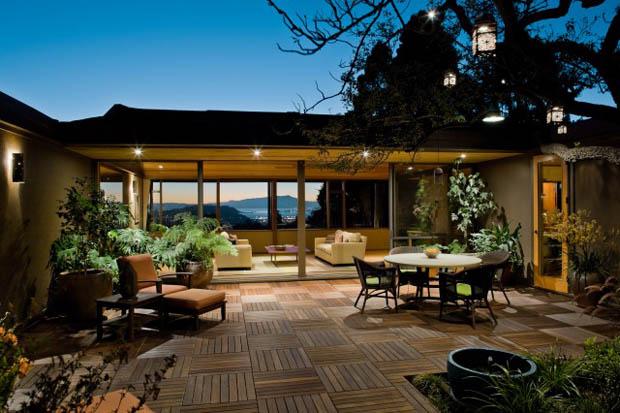 ลานพื้นไม้ระเบียงสำเร็จรูป จัดสวนบริเวณบ้านสวย
