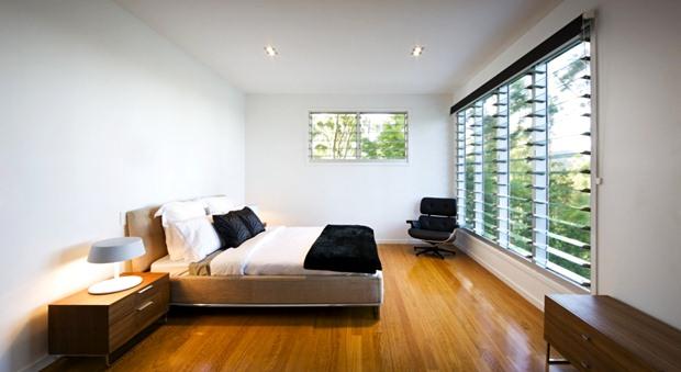 แบบห้องนอนกว้างๆ ตกแต่งสบาย พื้นไม้ ไม่อุดอู้ สวยงาม