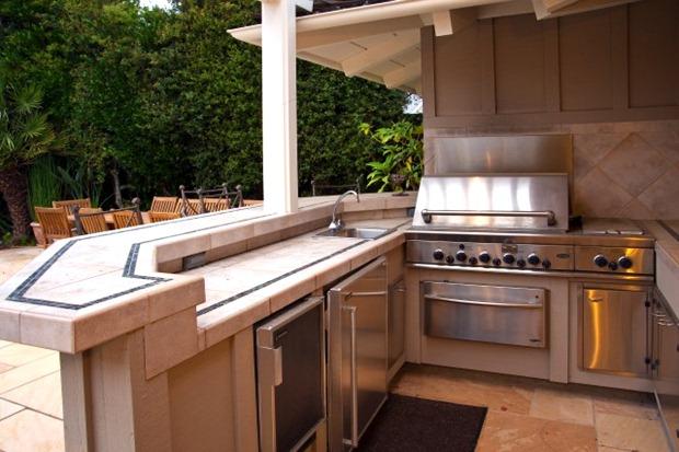 เคาน์เตอร์ครัวกลางแจ้ง ภายในสวน สำหรับจัดปาตี้