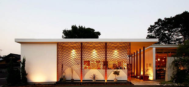 บ้านสไตล์ญี่ปุ่น รั้วเหล็กดัด จัดสวนหน้าบ้าน