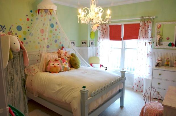 ตกแต่งห้องนอน สไตล์ โรแมนติก สีหวานๆ โคมไฟสวยๆ