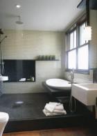 แบบห้องน้ำ ตกแต่งด้วยชุดสุขภัณฑ์ อ่างอาบน้ำ อ่างล้างหน้า ชักโครก