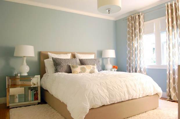 ผ้านวมสีขาว ชุดเครื่องนอน ตกแต่งห้องนอนให้นอนหลับสบาย