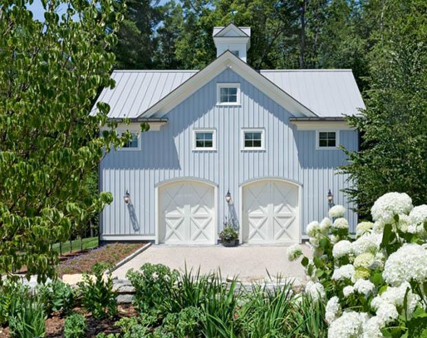 แบบบ้าน หลังเล็กๆ น่ารัก สีฟ้า ในสวนดอกไม้