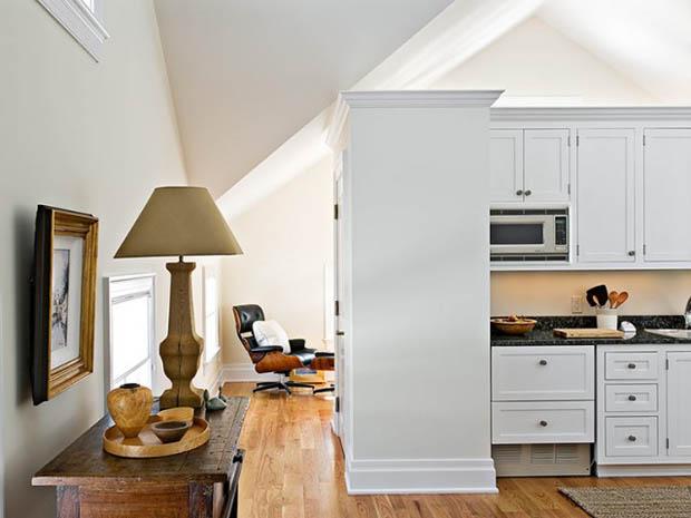 โคมไฟตั้งโต๊ะ ตู้โชว์ไม้จริง สีขาว