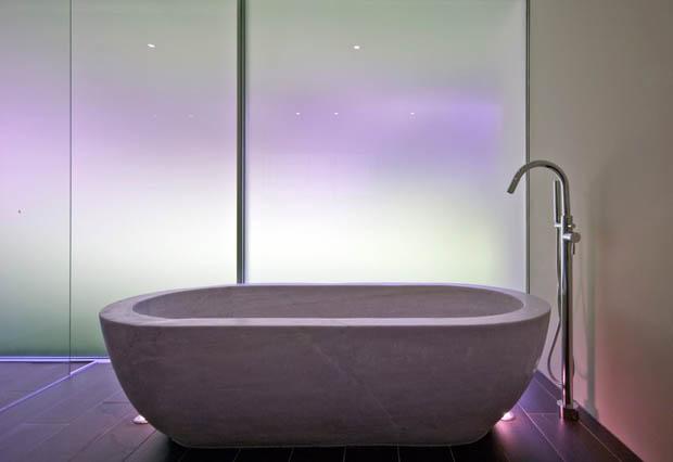 ตกแต่งห้องอาบน้ำ อ่างอาบน้ำ กั้นผนังด้วยกระจกฝ้า