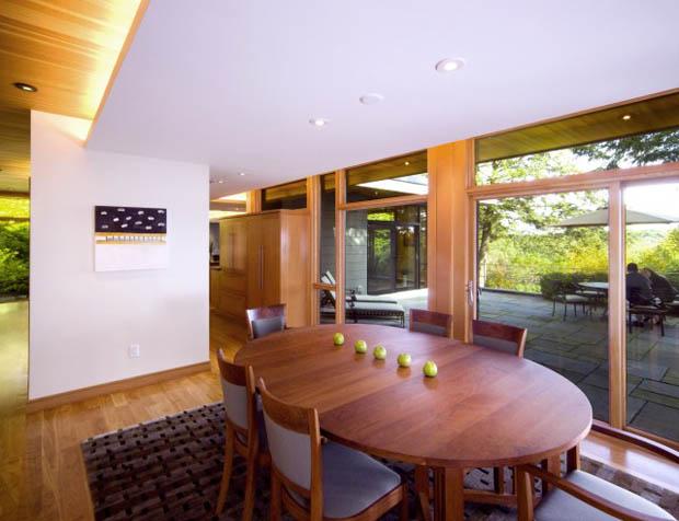 แบบเก้าอี้ไม้ โต๊ะไม้ทรงวงรี ห้องรับประทานอาหาร