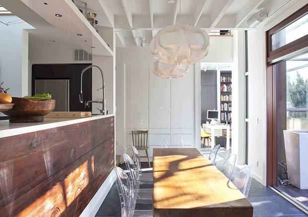 ชุดโต๊ะไม้ เก้าอี้พลาสติกใส สวยเก๋ ตกแต่งห้องรับประทานอาหาร