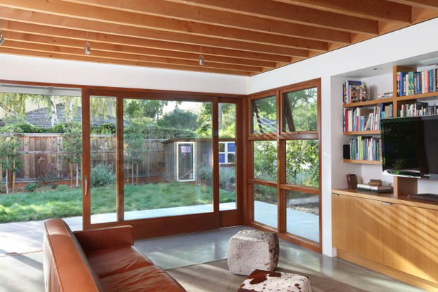 วงกบไม้ ขอบประตู หน้าต่างไม้ ติดกระจก บ้านไอเดีย