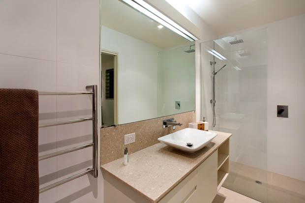 กระจกเงาบานใหญ่ ในห้องน้ำ