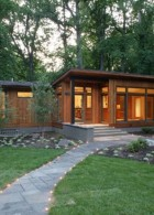 แบบบ้านไม้ 2 ชั้น เล่นระดับ สร้างไว้บนภูเขา