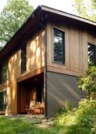 แบบบ้านไม้ เล่นระดับ 2 ชั้น สร้างไว้บนเนินภูเขา