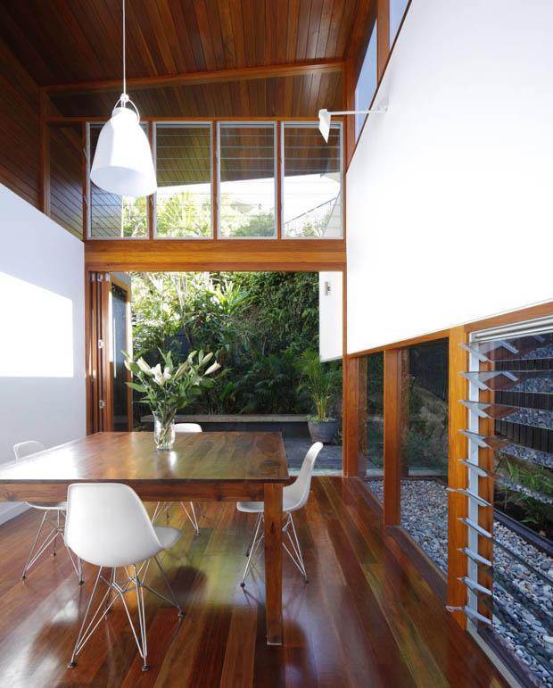 พื้นไม้สำเร็จรูป หน้าต่างบานเกร็ด