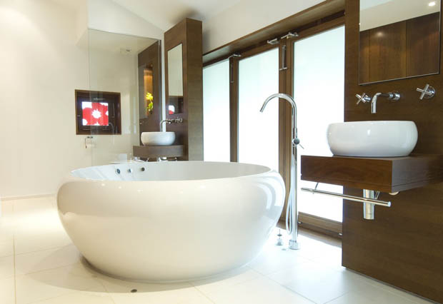 แบบห้องน้ำสวยๆ กว้าง มีอ่างแช่น้ำ