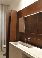 อ่างล้างหน้า กระจกในห้องน้ำ