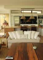 หมอนอิง สีขาว บนโซฟา