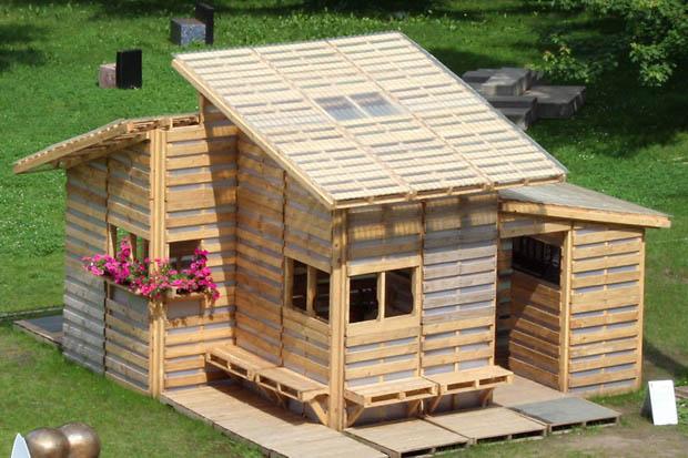 แบบบ้านไม้ ราคาถูก สร้างจากเศษไม้เหลือใช้