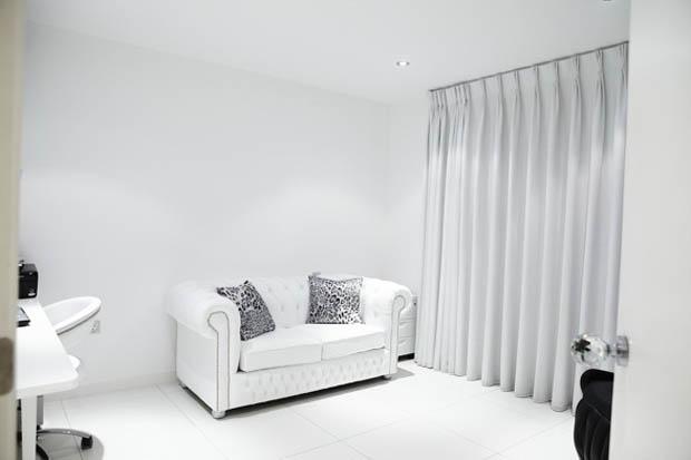 ชุดโซฟาสีขาว