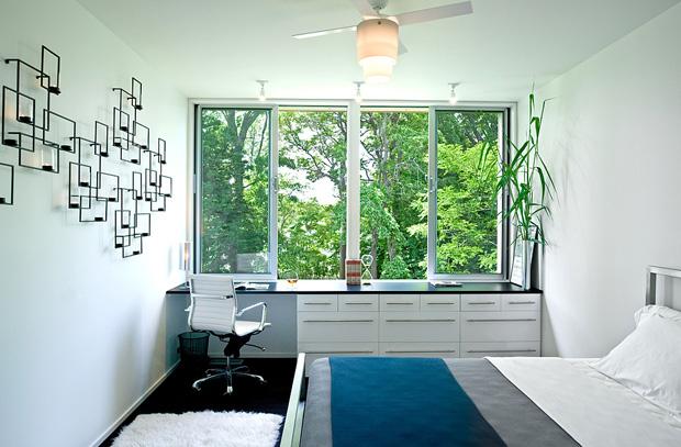 แบบห้องนอน ออกแบบหน้าต่าง กว้างๆ พัดลมติดเพดาน
