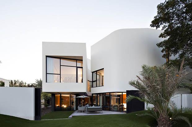 บ้านสองชั้น มีสระว่ายน้ำในบ้าน
