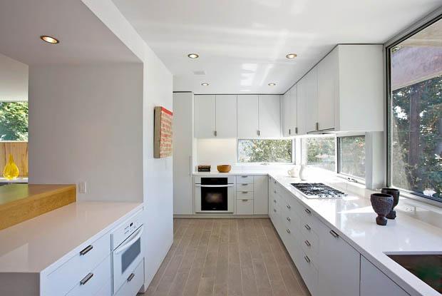 แต่งห้องครัวสำเร็จรูป บิวท์อินสีขาว