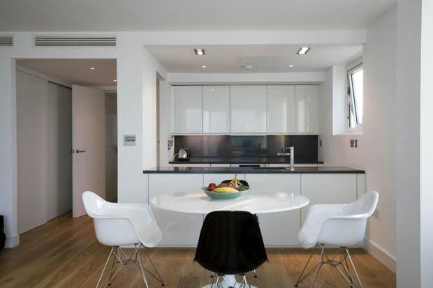 โต๊ะรับประทานอาหาร สีขาว