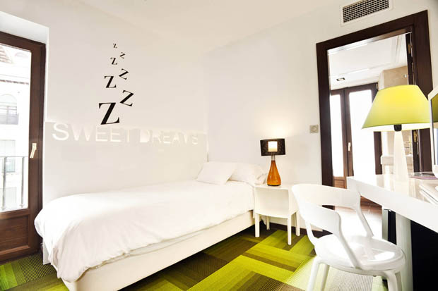 แต่งห้องนอนขนาดเล็ก ในโรงแรม