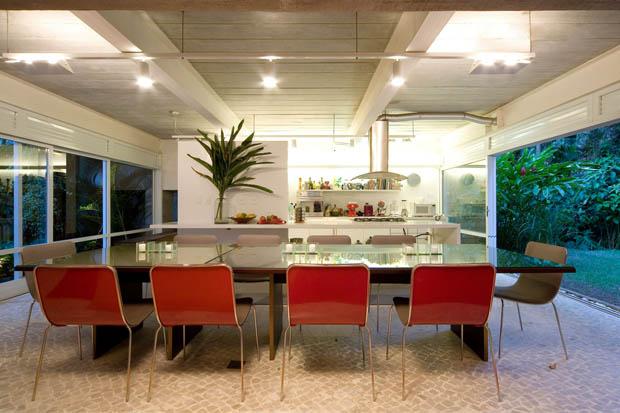 ห้องรับประทานอาหารในครัว ภายในสวนร่มเย็น