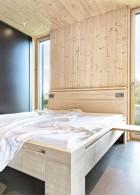 ห้องนอนพื้นปูนขัดมัน เตียงไม้