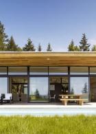 บ้านไม้ในทุ่งหญ้า
