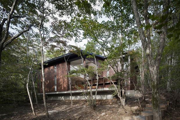 แบบบ้านไม้ มีระเบียงหน้าบ้าน