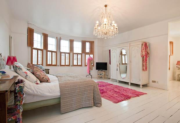 โคมไฟระย้า สวยหรู ประดับห้องนอน