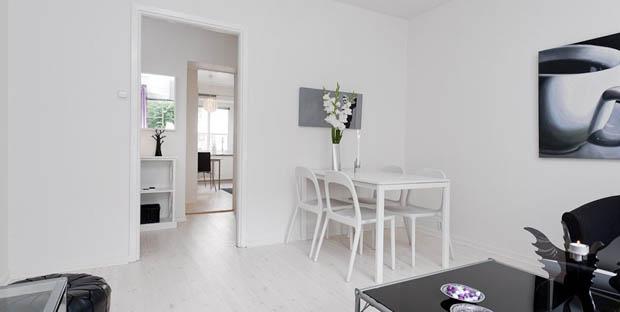 โต๊ะไม้ เก้าอี้ไม้ สีขาว