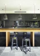 ปูกระเบื้องพื้นห้องครัว