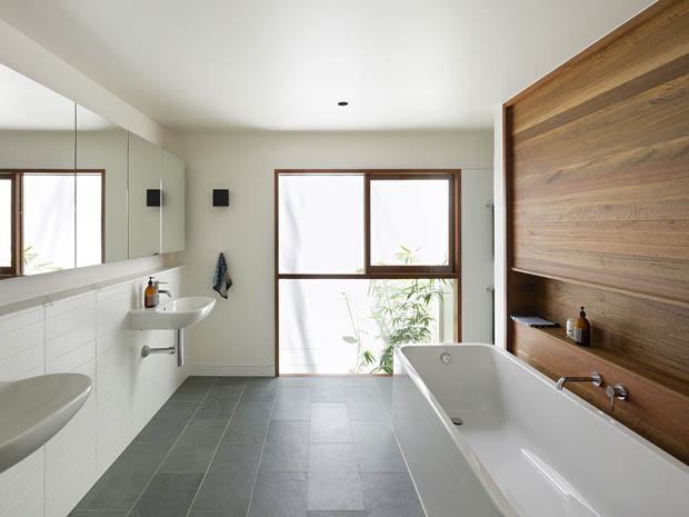 แบบห้องน้ำสวยๆ มีอ่างอาบน้ำ แบบยาวๆ