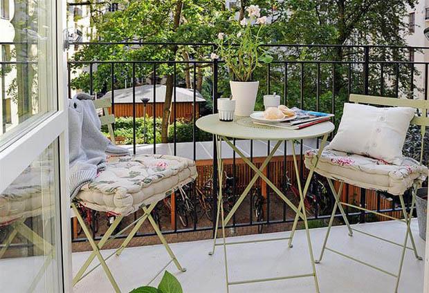 ชุดโต๊ะเก้าอี้สีขาว