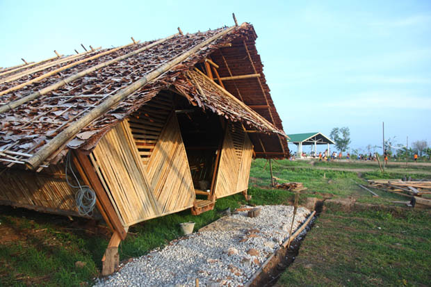 บ้านกระท่อมไม้ไผ่ ยกพื้นสูง