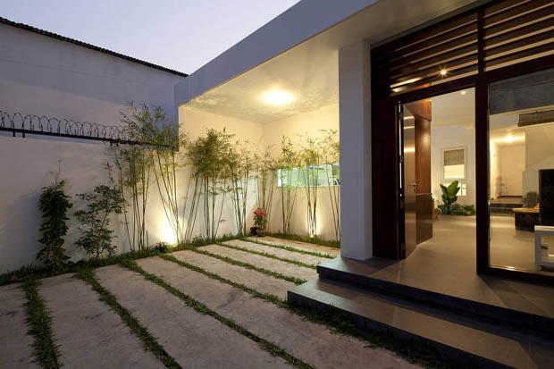 จัดสวนหย่อมหน้าบ้าน บ้านไทยโมเดิร์น