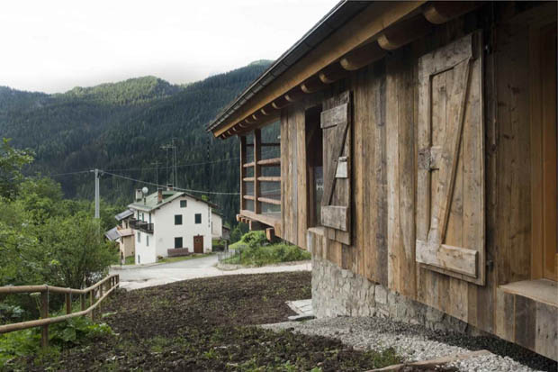 ผนังบ้านไม้ ไม้แท้